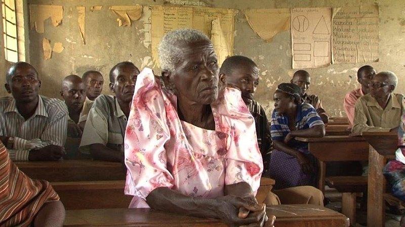 Vertriebene in Mubende/Uganda bei einer Versammlung