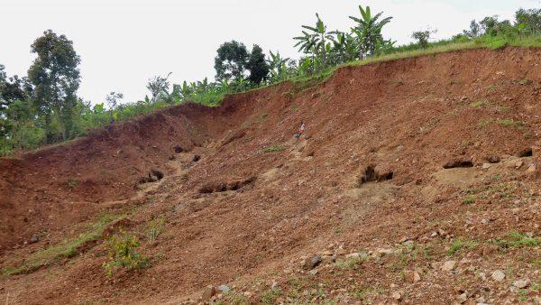 September 2017: 80 Familien haben durch diesen Bergrutsch ihren Besitz und all ihre Kaffeepflanzen verloren. (Foto: Alex Kunkel)