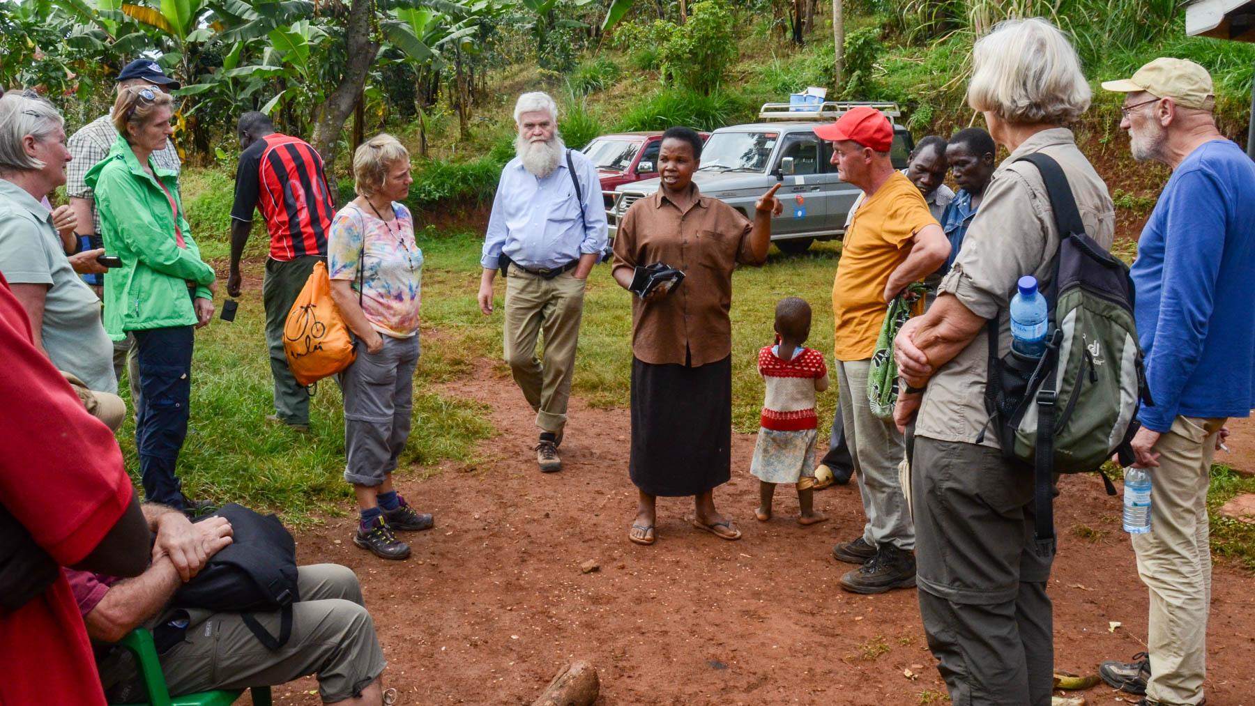 Kaffee Reisegruppe 2016 bei Kaffee-Farmerin Oliva Kishero