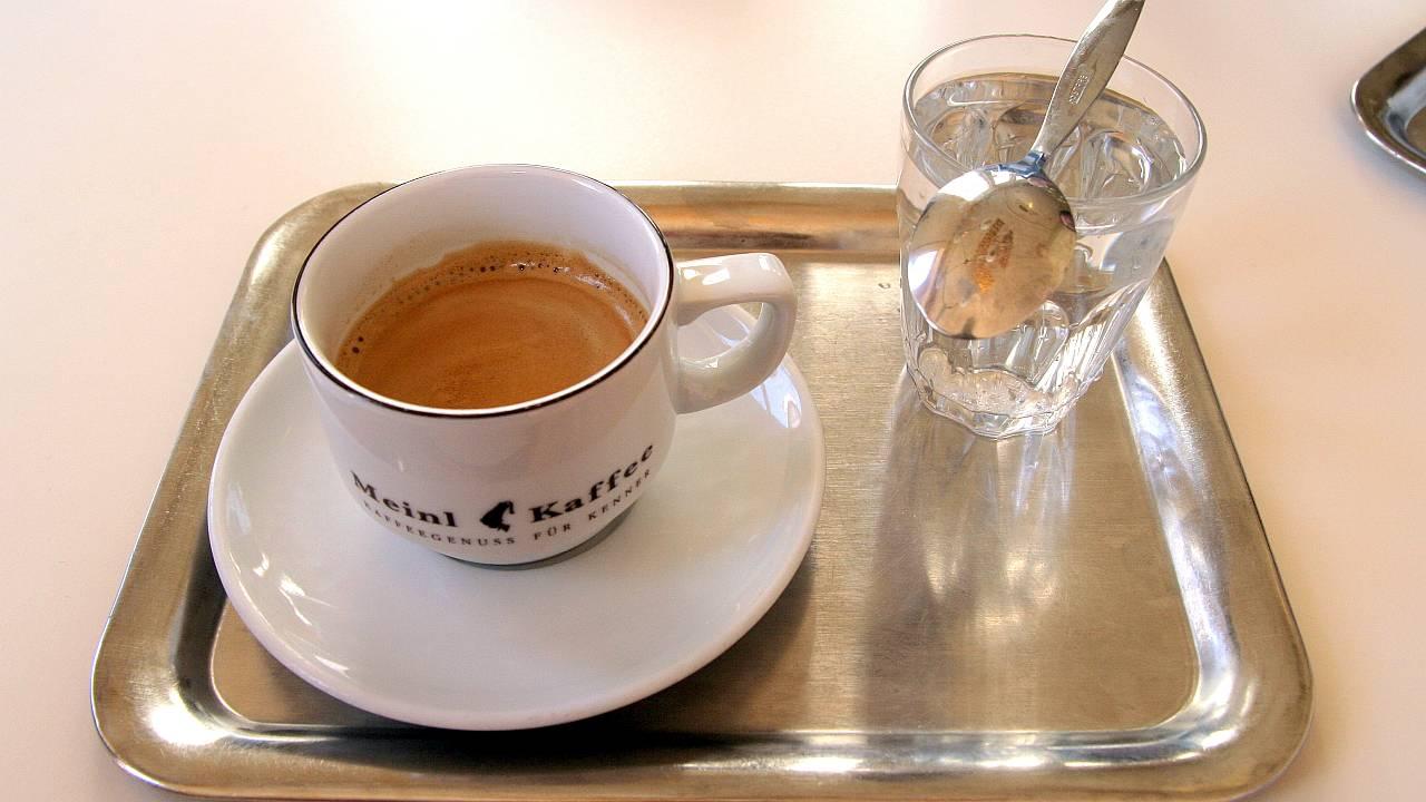 Wiener Kaffeehaus-Gedeck - Im Café PRÜCKEL - klassisch serviert.